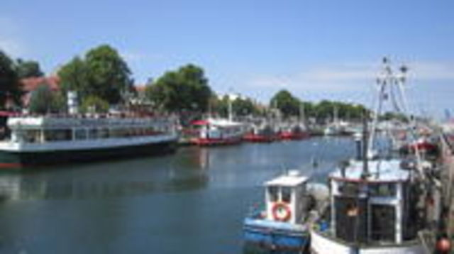 Photo of Warnemuende Shore Excursion: Day Tour of Berlin with a Private Guide from Rostock