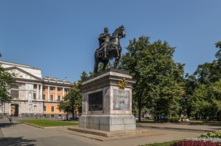 Monument to Peter I (St. Michael's Castle) - Saint Petersburg